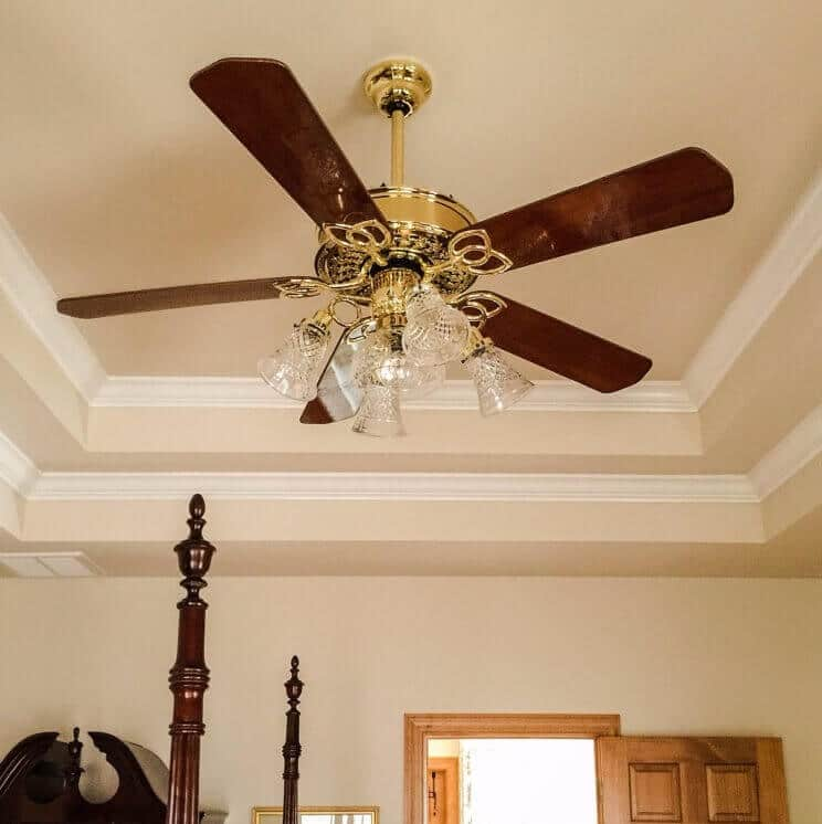 bedroom-wood-ceiling-fan